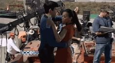 Star-Trek-Into-Darkness-behind-the-scenes-spock-and-uhura-37608266-500-278.gif (GIF Image, 500×278 pixels)