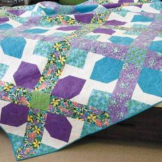 CROSS IT OUT Big-block queen quilt pattern By SARAH J. MAXWELL From June/July 2016 issue of McCall's Quick Quilts