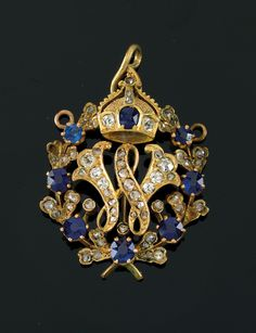 "Emperor Wilhelm II (1859-1941). – gift pendant, gold, diamonds, sapphire, monogram ""W"" with imperial crown, 3 x 2,5 cm, overall weight 6,4 g, ca. 1900."
