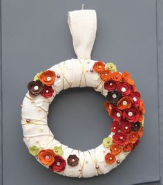 Create this gorgeous Fall wreath with this simple project from Joann.com // Fall Home Decor // Autumn
