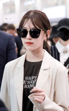 - Jiheon 190820 Incheon Airport from LA South Korean Girls, Korean Girl Groups, Girl Crushes, Pretty Girls, My Girl, Fandoms, Kpop, Shit Happens, Coat