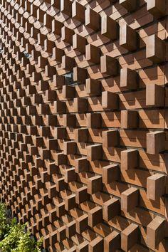 Brick Discover Gallery of Aperture / Admun Design & Construction Studio - 11 Aperture/AdmunDesign&ConstructionStudio Brick Cladding, Brick Facade, Exterior Cladding, Brick Design, Facade Design, Wall Design, Brick Architecture, Architecture Details, Brick Building