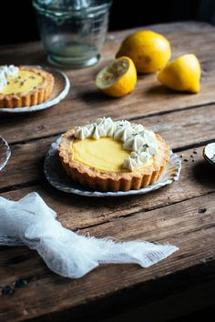 Lemon and lavender. This has been my go to flavour combo this year, and I think it works so well… Mini Tart Pans, Lavender Shortbread, Cute Bakery, Lemon Cheese, Lavender Recipes, Culinary Lavender, Tart Shells, Korean Dessert, Lemon Filling