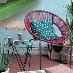 Fauteuil de jardin esprit Acapulco- Monoprix. Ce fauteuil de jardin reprend le design emblématique d'une star du mobilier outdoor : le fauteuil Acapulco avec son assise culte en plastique.
