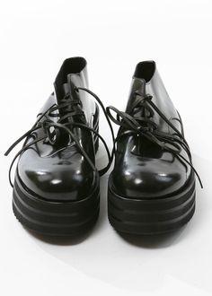 Schuhe von RUNDHOLZ bei nobananas mode #nobananas #rundholz #black #shiny #leather #high #rubber nobananas.de/shop