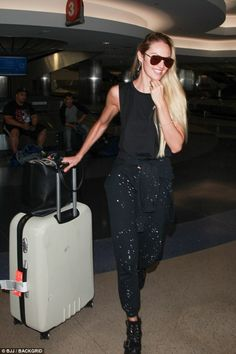 Candice Swanepoel flaunts her toned physique at LAX | Daily Mail Online