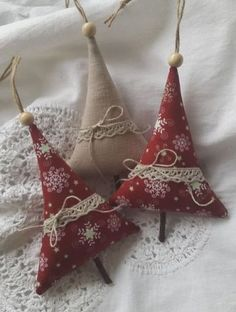 Sewing Crafts 53 INSPIRING DIY HAND CRAFT CHRISTMAS ORNAMENT - Are you well prepared for some christmas ornament? For some christmas ornaments or some hand craft, we have so many idea to give it to you. So if you are here for some chrismast present, Christmas Ornament Crafts, Christmas Sewing, Holiday Crafts, Handcrafted Christmas Ornaments, Outdoor Christmas Decorations, Rustic Christmas, Christmas Island, Tree Decorations, Handmade Decorations