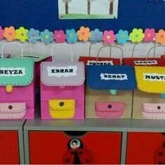 Como estamos no final do Ano escolar, já começamos a elaborar as malas para entrega dos trabalhos realizados ao longo do Ano.  A primeira m...