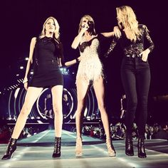 Taylor Swift brings Gigi Hadid and Martha Hunt on stage | See the pics! | NYLON