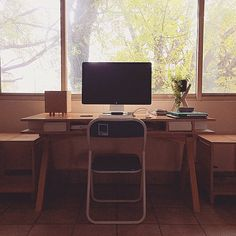 Beautiful work place @amortera #architect #architecture #archiporn #architectureschool #architecturestudent #work #workinprogress #workplace #macbook #apple #wood #woodworking #make #create #passion #art #sketch #sketching #render #desk #workplace #design #designer #gekkoe #interiordesign  #unitedstates #chicago #Casablanca #paris everywhere is Gekkoe  GET YOUR INVITE on our website #comingsoon