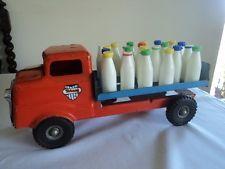 Vintage Tri-ang milk lorry with plastic bottles Antique Metal, Antique Toys, Vintage Toys, Retro Vintage, 1980 Toys, Vintage Pickup Trucks, Tin Toys, Classic Toys, Toys For Boys