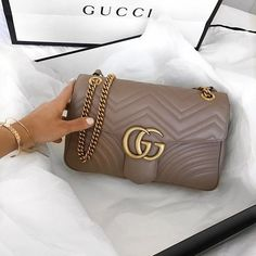 2017 Street Style. Gucci Marmont GG Shoulder Bag For Fashion Women.