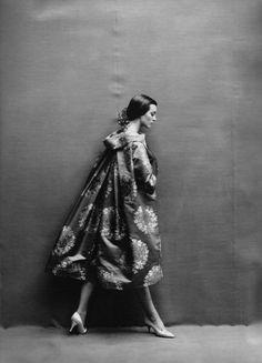 Richard Avedon… Carmen Dellorefice. Paris, 1957