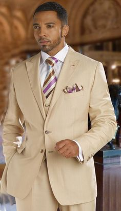 A nice Tayion 3-piece men's suit... I particularly like the tie and the white, french cuff, shirt gives it a formal tropical look.