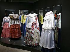 Museum dresses large-20070807-070807romani.jpg (650×486)