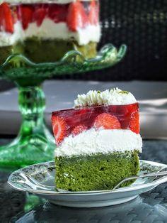 five o'clock: Obłędne ciasto szpinakowe z kremem z białej czekolady i mięty, z galaretką i truskawkami