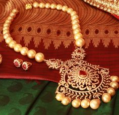Pearl set with diamond pendant and pearl drops. South Indian Bridal Jewellery, Indian Jewellery Design, Indian Jewelry, Jewelry Design, Pearl Jewelry, Gold Jewelry, Beaded Jewelry, Jewelery, Pearl Necklaces