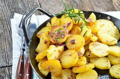 Sauerkraut, Schnitzel, Bratwurst, Strudel, and lots more! Learn about German food specialties. Find German food in your area. Fingerling Potatoes, Fried Potatoes, Vegetarian Recipes, Healthy Recipes, Potato Curry, Breakfast Potatoes, Food Articles, Side Dishes Easy, German Recipes