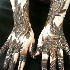 Mehndi henna designs are always searchable by Pakistani women and girls. Women, girls and also kids apply henna on their hands, feet and also on neck to look more gorgeous and traditional. Henna Hand Designs, Dulhan Mehndi Designs, Mehandi Designs, Pakistani Henna Designs, Mehndi Designs Finger, Modern Henna Designs, Arabic Henna Designs, Stylish Mehndi Designs, Mehndi Designs Book