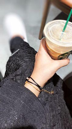 Mode Abaya, Mode Hijab, Hijabi Girl, Girl Hijab, Tumblr Photography, Girl Photography Poses, Hijab Fashion Summer, Korean Girl Photo, Profile Pictures Instagram
