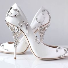 Cheap chaussure femme talon, Buy Quality femmes talons directly from China wedding shoes bride Suppliers: Choudory Gorgeous Flower Carving Pretty Women Shoes High Heels Black White Blue Silk Wedding Shoes Bride Chaussure Femme Talon Pretty Shoes, Beautiful Shoes, Cute Shoes, Me Too Shoes, Women's Shoes, Shoe Boots, Red Shoes, Platform Shoes, Satin Shoes