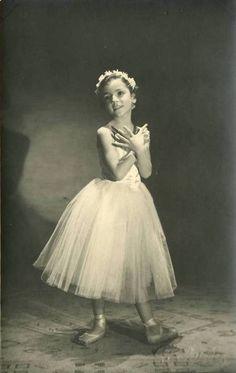 Vintage ballet. ♥ www.thewonderfulworldofdance.com #ballet #dance