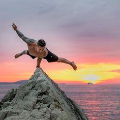 Yoga Men Photography Strength New Ideas Yoga Photos, Yoga Pictures, Park Pictures, Outdoor Yoga, Yoga Flow, Yoga Meditation, Pranayama, Yoga Inspiration, Image Yoga