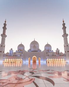 Sheik Zayed Grand Mosque - Abu Dhabi ❤️❤️❤️ Pic by . for a feature ❤️ Islamic Wallpaper Iphone, Mecca Wallpaper, Mosque Architecture, Historical Architecture, Architecture Design, Beautiful Architecture, Beautiful Buildings, Abu Dhabi, Wanderlust Hotel