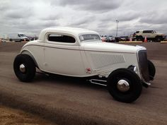 Doug Jerger's lakes style '33 Ford coupe