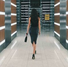 Image about fashion in selena gomez by fevminst Business Woman Successful, Successful Women, Business Women, Aesthetic Women, Classy Aesthetic, Boss Lady, Girl Boss, Victoria Moroles, Professional Outfits