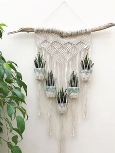 HOME-DZINE Craft Projects – Macramé has evolved from being a crafty way to make your own plant hangers, into a way to use rope and twine to craft a variety of home accessories - Decoration Macrame Art, Macrame Design, Macrame Projects, Macrame Knots, Craft Projects, How To Macrame, Driftwood Macrame, Macrame Modern, Craft Ideas
