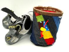 mit bunt gepatchtem Musterstreifen Bouldering Wall, Patchwork Fabric, Old Jeans, Bunt, Two By Two, Baby Shoes, Etsy, Sewing, Pattern
