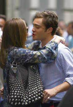 Photos of Ed Westwick and Leighton Meester on the Set of Gossip Girl - Photos of Ed Westwick and Leighton Meester on the Set of Gossip Girl Source by monkey_d_tarah -