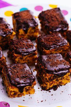 """que tal um bolinho com gosto de infância?? você precisa provar esse bolo de cenoura estlo """"formigueiro"""" com ganache de chocolate e ovomaltine <3"""