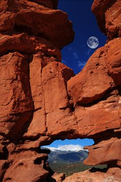 Siamese Twins Rock Formation at Garden of the Gods, Colorado Springs, Colorado by John Hoffman My favorite place in the world NW Le Colorado, Living In Colorado, Colorado Springs, All Nature, Amazing Nature, Oh The Places You'll Go, Places To Visit, Beautiful World, Beautiful Places