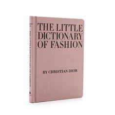 The Little dictionary of fashion de Christian Dior. De qué trata? Christian Dior plasma ahí sus reflexiones sobre el mundo de la moda. Por qué debes tenerlo? Es inspirador. Recuerda cosas tan elementales como que no hace falta dinero para ser elegante si no seguir ciertas reglas. Toda una guía para ser musa de Dior sin perecer en el intento.  via L'OFFICIEL SPAIN MAGAZINE INSTAGRAM -Fashion Campaigns  Haute Couture  Advertising  Editorial Photography  Magazine Cover Designs  Supermodels…