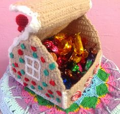 free pattern  Yarn on Yarn off: Crochet Gingerbread House box
