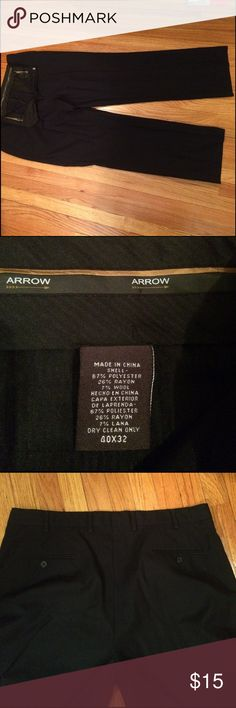 EUC Arrow Men's dress pants Arrow, size 40x32, worn a handful of times. No flaws. Black pinstripe design. Arrow Pants Dress