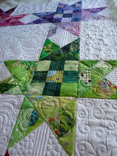 This quilt came off the frame a day or two ago. It was pieced by a friend. She used each fabric only once, except for just 2 -- That& 500 s. Star Quilt Blocks, Star Quilts, Scrappy Quilts, Patchwork Quilting, Longarm Quilting, Quilting Tutorials, Quilting Projects, Quilting Ideas, Quilting Classes