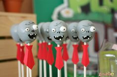 14 Perfectly Spooky Cake Pops for Halloween Plants Vs Zombies, Zombies Vs, Zombie Birthday Parties, Zombie Party, Zombie Cookies, Zombie Apocalypse Party, Plantas Versus Zombies, Zombie Food, Pig Birthday Cakes