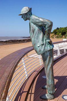 Monsieur HULOT .plage de Saint Marc (à côté de St NAZAIRE ) Bretagne