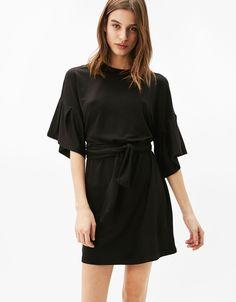 Viscose jurk met pofmouw en riem. Ontdek dit en nog véel meer kledingstukken in Bershka met elke week nieuwe producten.