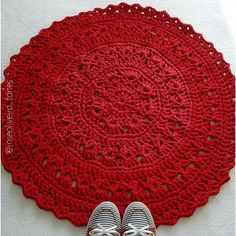 Gente o tapetinho vermelho ficou pronto e lindo!Ficou com 75 cm de diâmetro pois segui a receita a risca