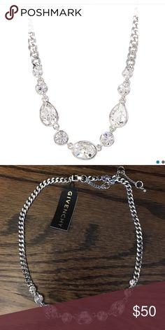 Givenchy silver chain link necklace 💎 Beautiful silver Givenchy necklace. Never worn! Can be worn to dress up your outfit or simply wear as a statement piece! Givenchy Jewelry Necklaces
