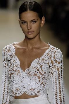 Captivating Crochet a Bodycon Dress Top Ideas. Dazzling Crochet a Bodycon Dress Top Ideas. Crochet Bolero, Crochet Blouse, Crochet Lace, Crochet Tops, Chrochet, Moda Crochet, Beautiful White Dresses, Crochet Woman, Crochet Designs
