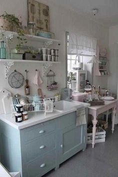 Home Interior Design Shabby Cottage Chic Kitchen Decor.Home Interior Design Shabby Cottage Chic Kitchen Decor. Cocina Shabby Chic, Shabby Chic Stil, Muebles Shabby Chic, Shabby Chic Kitchen Decor, Estilo Shabby Chic, Vintage Shabby Chic, Shabby Chic Homes, Shabby Chic Furniture, Rustic Decor