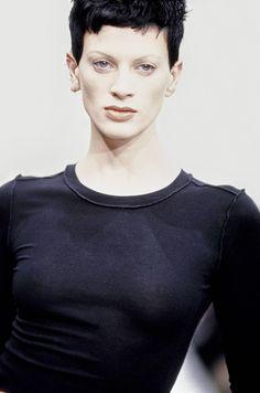 Perry Ellis Spring 1993 Ready-to-Wear Fashion Show - Kristen McMenamy Fashion Kids, Fashion Models, 90s Fashion, Runway Fashion, Le Happy, Cindy Crawford, Kate Moss, Grunge, Hair