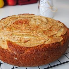 Μηλόπιτα Κέικ Γιαουρτιού Greek Desserts, Greek Recipes, Apple Cinnamon Cake, Apple Pie, Healthy Sweets, Cake Cookies, Love Food, Food To Make, Cake Recipes