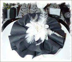 pliage de serviette avec deux couleurs en moulin cuisine et service de table par les creations. Black Bedroom Furniture Sets. Home Design Ideas
