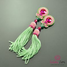 Pistachio Pink Soutache Earrings with tassel Long por OzdobyZiemi